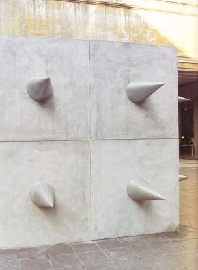 Staccioli, installazione in Piazzetta Einaudi, Milano 1974