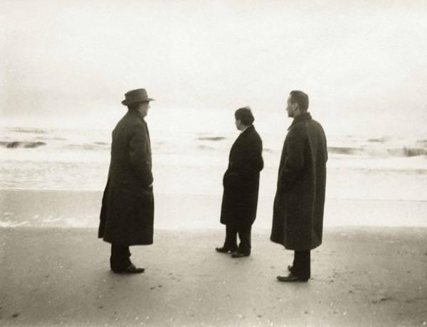 Arnold Schönberg, Erwin Stein, Anton Webern, foto Alban Berg, Zandvoort, 1914