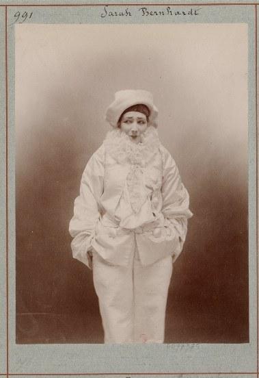 Paul Nadar, Sarah Bernhardt dans Pierrot assassin, 1883